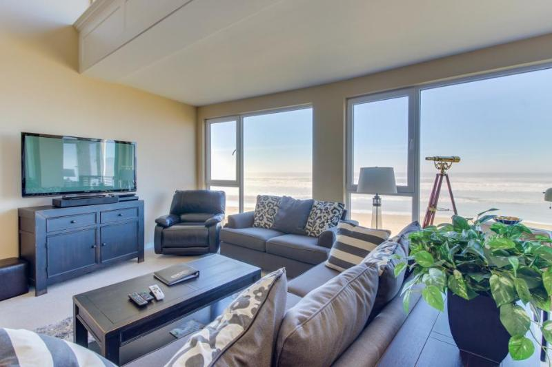 Contemporary oceanfront condo w/amazing views, dog-friendly! - Image 1 - Rockaway Beach - rentals