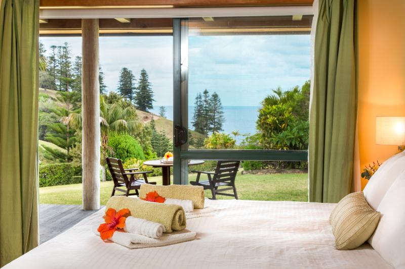 Kushu Cottage - Norfolk Island's Honeymoon & Anniversary Cottage - Ocean Views from Bed - Tintoela - Kushu Cottage - Cascade - rentals