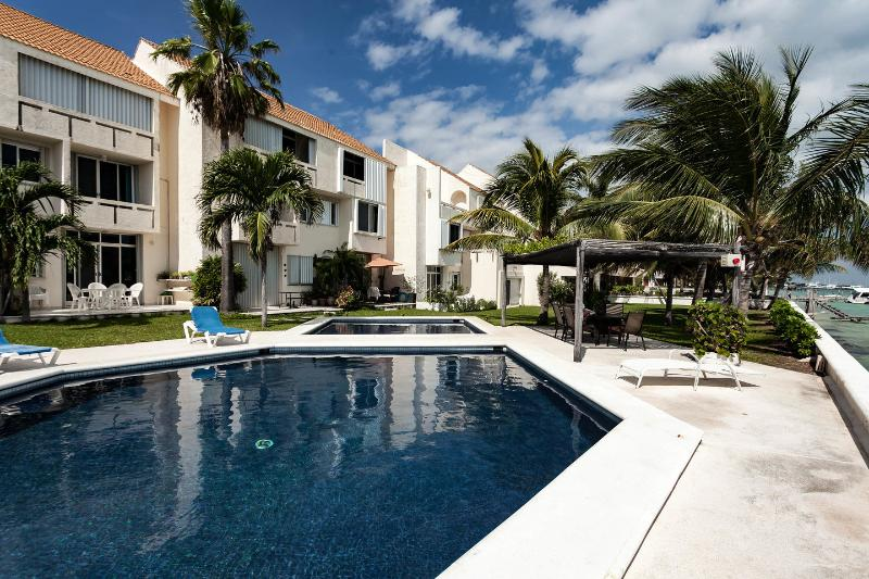 The Pool - OCEAN FRONT AFFORDABLE CONDO IN CANCUN - Cancun - rentals