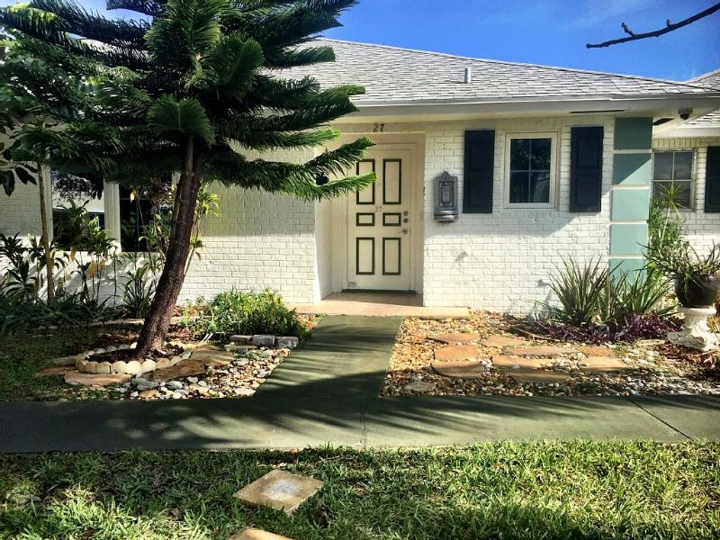 All photos are current and absolutely accurate! - Charming 2/2 Villa 9 Minutes from Beach - Boynton Beach - rentals