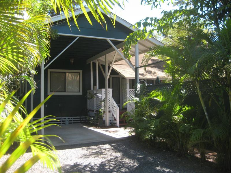 Plantation Bungalows Maui - Cottage Driveway Entry - Private Plantation Bungalow Cottage near beach - Kihei - rentals