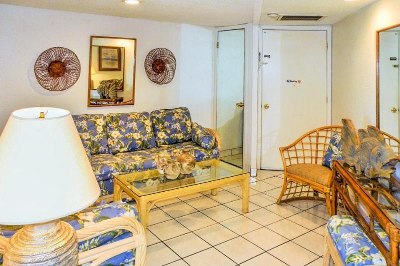 Gulf front condo w/balcony & resort beach, pool & hot tub! - Image 1 - South Padre Island - rentals
