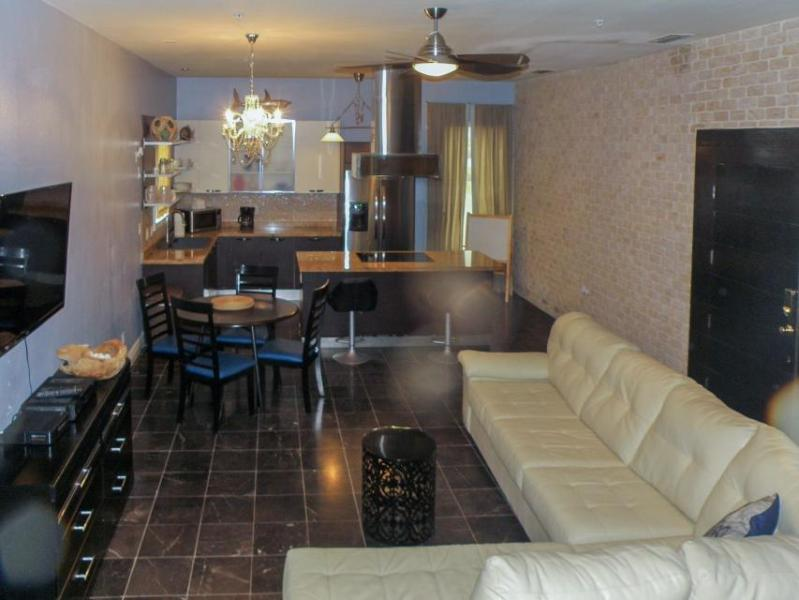 Modern, dog-friendly condo with a jetted tub & easy beach access! - Image 1 - South Padre Island - rentals