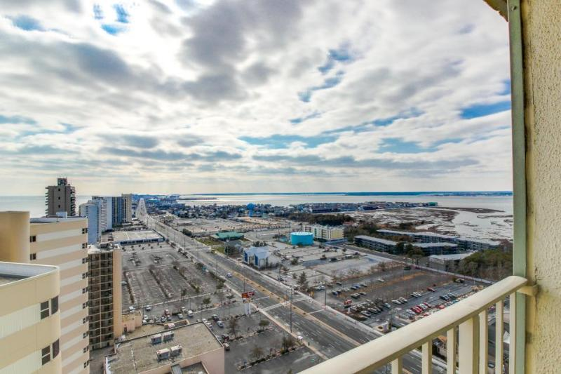 Oceanfront condo with views and a shared swimming pool, tennis, and sauna! - Image 1 - Ocean City - rentals