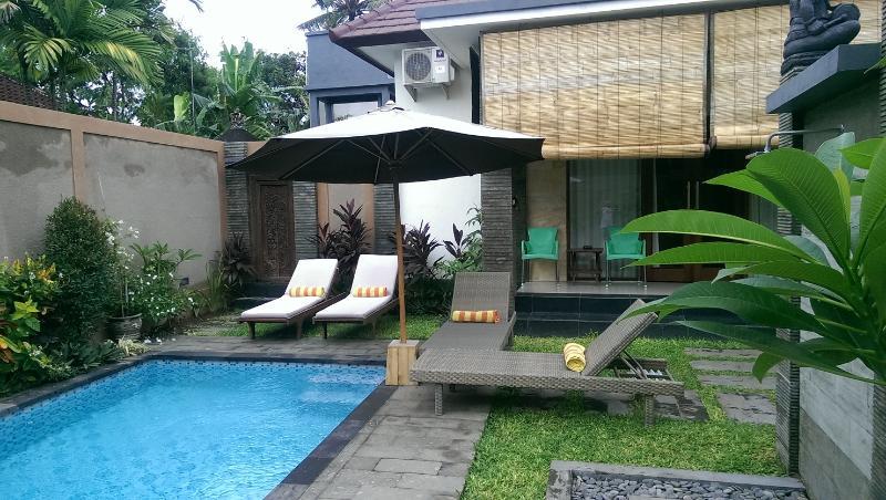3 bed /bath sleeps 7 pvte pool walk to beach&shops - Image 1 - Sanur - rentals