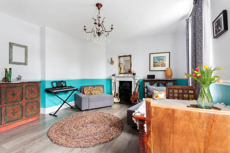 A modest and Bohemian two-bedroom home in East London. - Image 1 - London - rentals