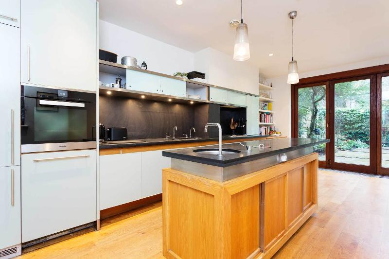 A gloriously original and grand three-bedroom home in North London. - Image 1 - London - rentals