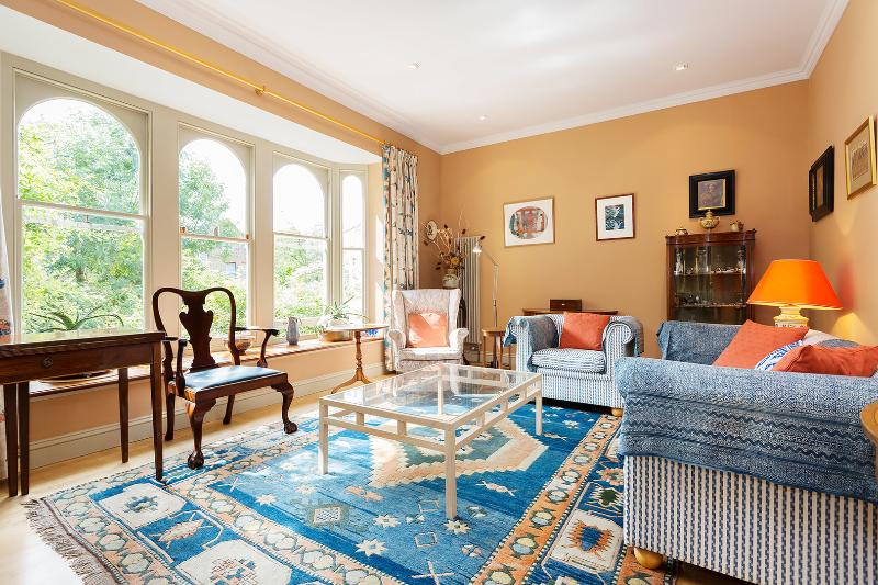 4 Bed House with flair and charm, Tavistock Tce, Islington - Image 1 - London - rentals