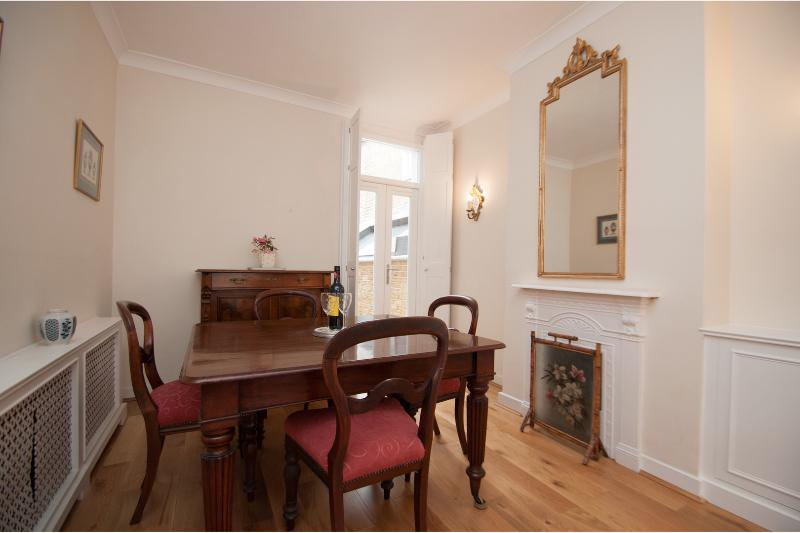 Elegant 3 bed townhouse, Hamble Road, Fulham - Image 1 - London - rentals
