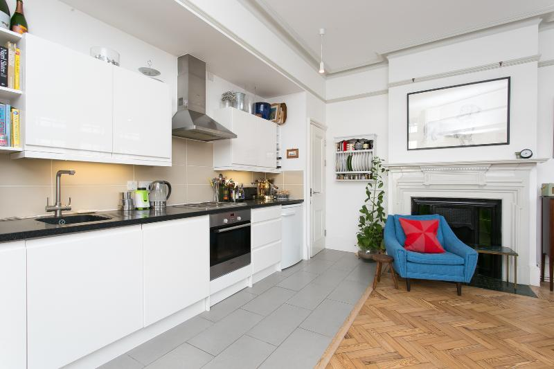 A unique and spacious one-bedroom apartment near Kentish Town. - Image 1 - London - rentals