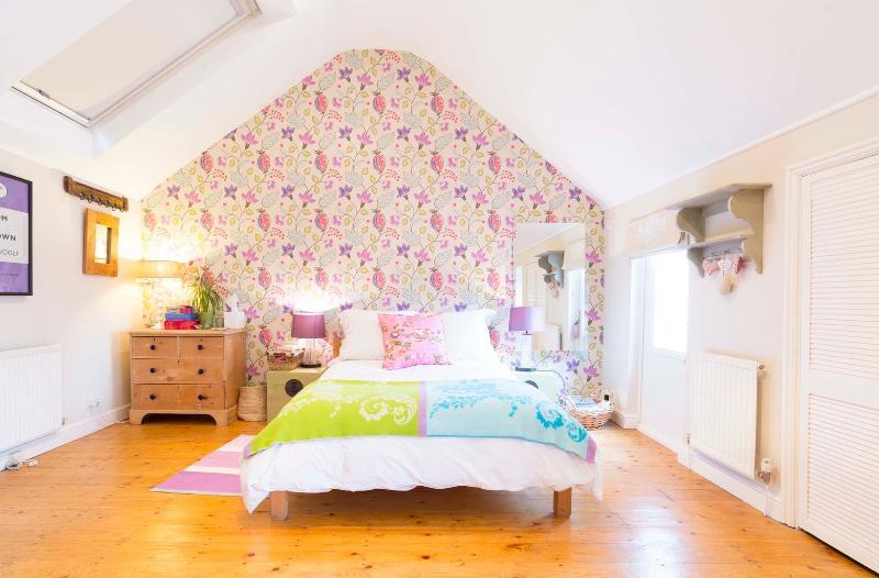One-bed maisonette, Wandsworth Bridge Road, Fulham - Image 1 - London - rentals