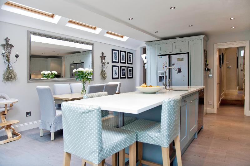 4 bed house on Fontarabia Road, Battersea - Image 1 - London - rentals