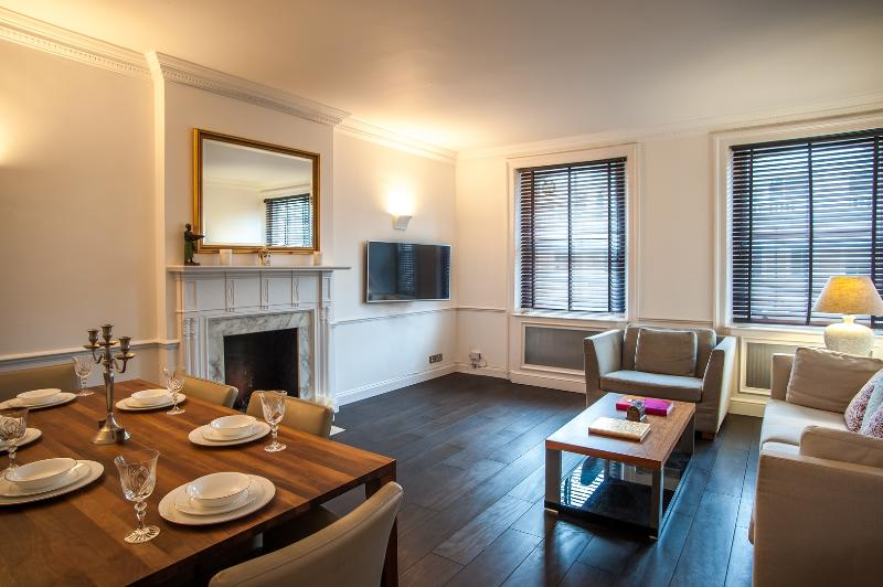 A spacious two-bedroom apartment in South Kensington. - Image 1 - London - rentals