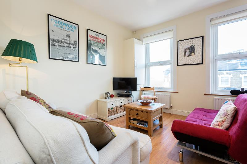 One bedroom apartment on Munster Road, Fulham - Image 1 - London - rentals