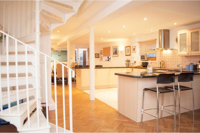 3 Bed House with parking, communal gym + pool, Vauxhall - Image 1 - London - rentals