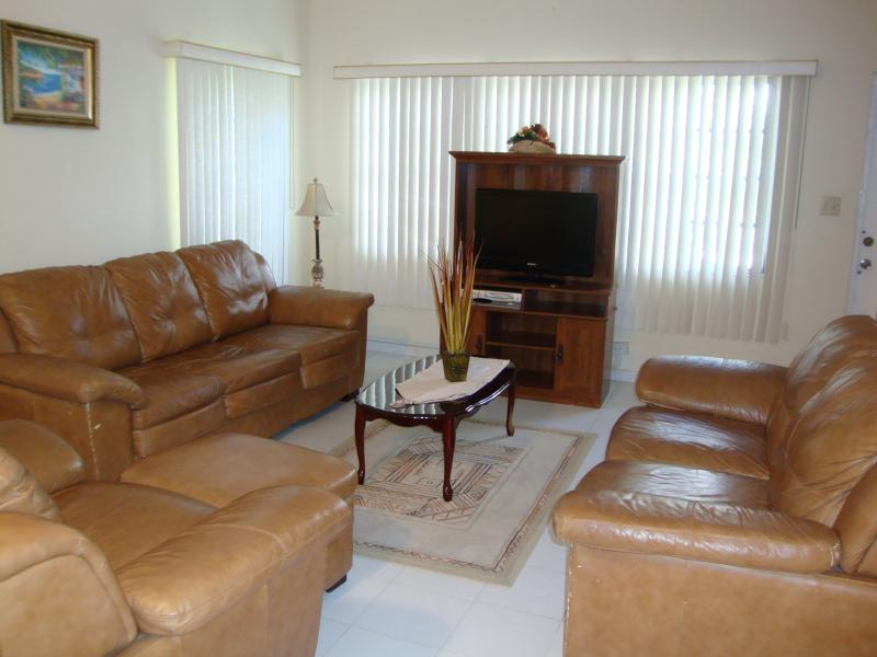 Lovely Living Room - COZY & COMFORTABLE SAFE TOWNHOUSE - Nassau - rentals