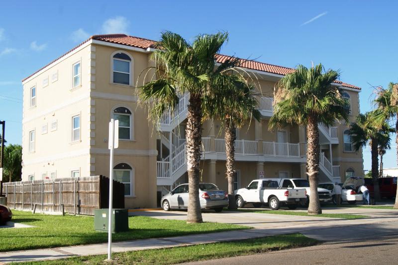 Aqua Dolce condominiums 2-3 minute walk to beach access. - Aqua Dolce #5 mid island 2-3 minute walk to beach - South Padre Island - rentals
