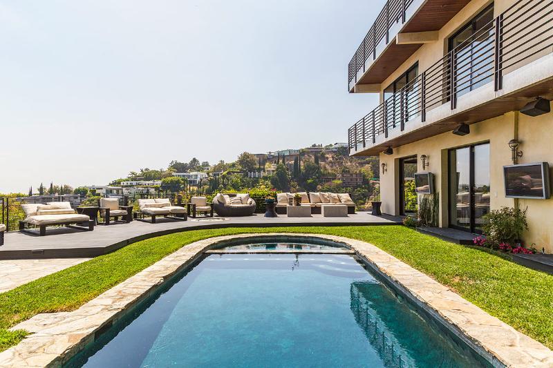 Viewsite Terrace, Sleeps 6 - Image 1 - Hollywood - rentals