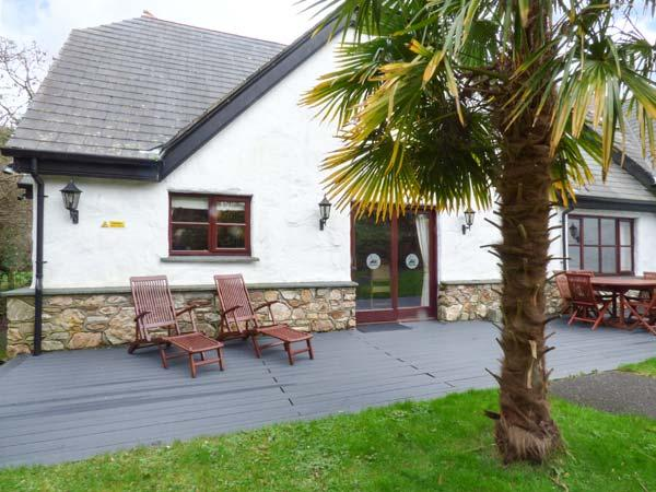 SNOWDROP, quality lodge with access to swimming pool, gym, WiFi, en-suites, Hustyns, Wadebridge Ref 11348 - Image 1 - Wadebridge - rentals