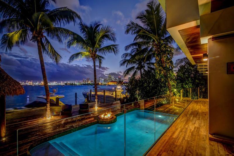 5 Bedroom Villa Teaka - Image 1 - Miami - rentals