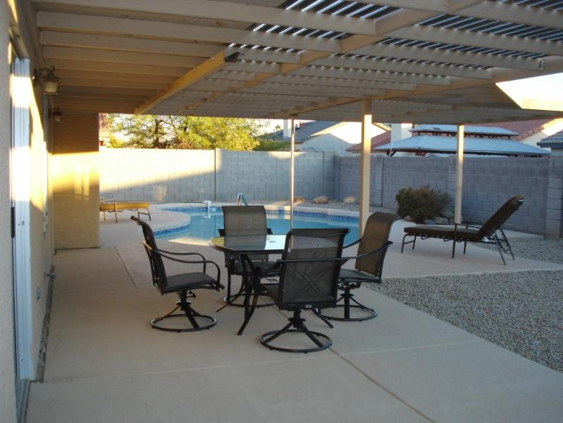 patio area with four loungers, gas grill, table & 4 swivel chairs - Sunny and warm winters in Glendale AZ - Glendale - rentals