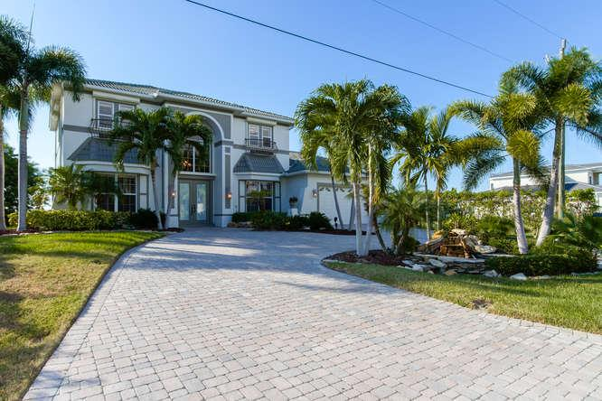This Villa faces west on the spreader water in the Cape Harbor district  PRIME PRIME PRIME LOCATION - NICEST STREET IN CAPE CORAL AVAILABLE FOR APRIL AND ALSO FOR EASTER! - Cape Coral - rentals