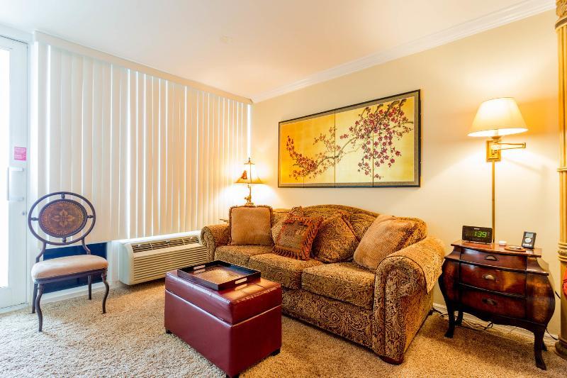 Living Room - Direct oceanfront. Gorgeous designer condo studio. - Daytona Beach - rentals