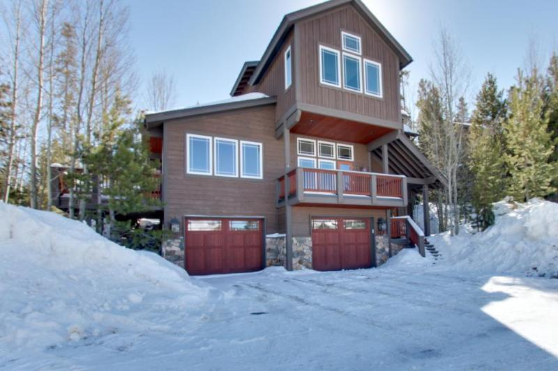 Modern luxury, with a private hot tub and gourmet kitchen! - Image 1 - Silverthorne - rentals