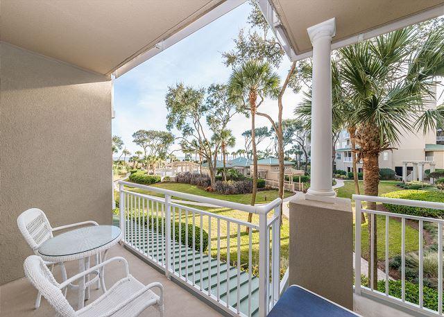 Hampton 6104, Oceanfront View, Updated 1 bedroom, Large Pool, Jacuzzi - Image 1 - Hilton Head - rentals