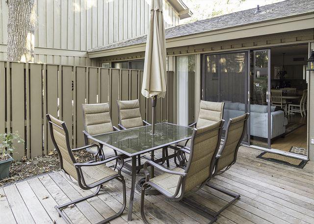 Dine Alfresco! - Water Oak 41, 3 bedrooms + Bonus Room, Large Pool, Sleeps 12 - Hilton Head - rentals