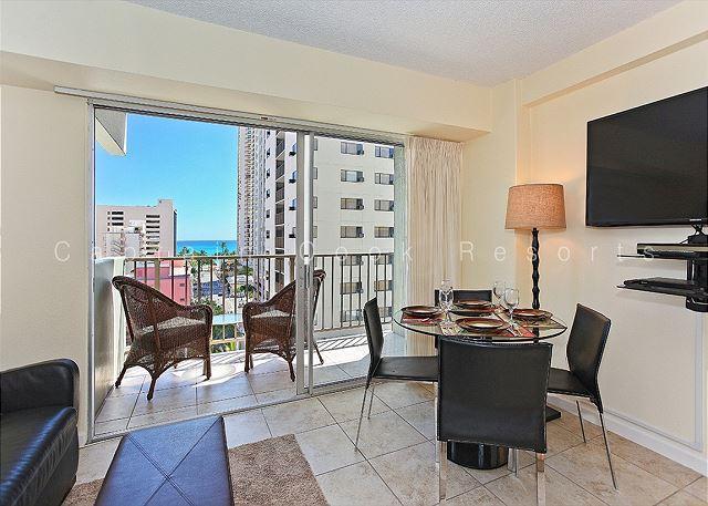 1 bedroom, central AC, pool; 5 min. walk to beach.  Sleeps 4. - Image 1 - Waikiki - rentals