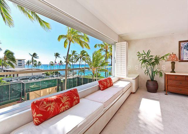 Right On The Beach at Diamond Head - Swimming and Surfing At Your  Door! - Image 1 - Waikiki - rentals