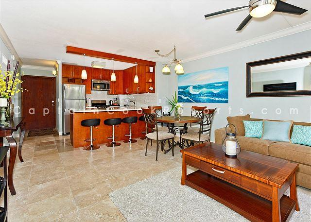 Living room, kitchen- newly renovated! - Beautiful 2-bedroom condo, sleeps 6, washer/dryer and free parking! - Waikiki - rentals