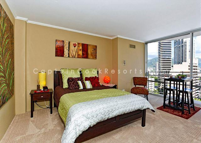 Central A/C Contemporary style studio with queen bed - Stylish studio, kitchen, city/mtn views, close to everything!  Sleeps 2. - Waikiki - rentals