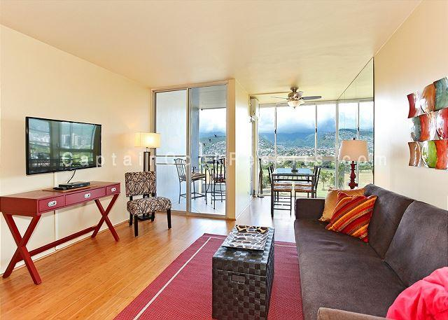Inviting Living Area - Golf Course and Mountain Views!  Monthly Rental/FREE parking/Great Rates! - Waikiki - rentals