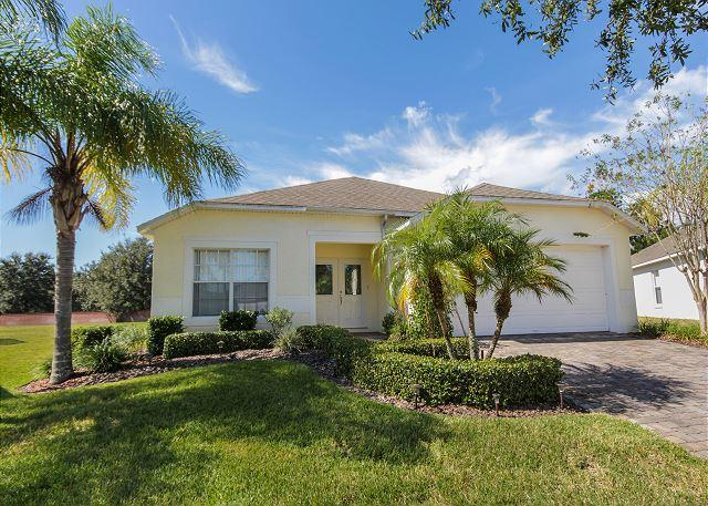 SUNNY SIDE: 4 Bedroom Pool Home in Gated Community with Pool Area Privacy - Image 1 - Davenport - rentals
