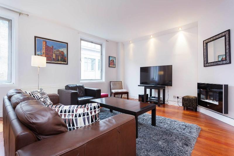 An impeccably smart and sophisticated two-bedroom flat in Soho. - Image 1 - London - rentals
