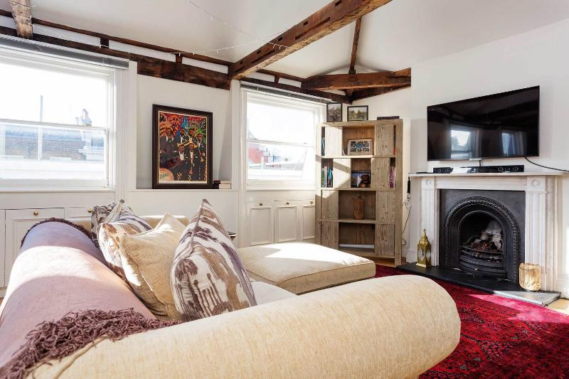 A distinctive two-bedroom apartment in Marylebone. - Image 1 - London - rentals