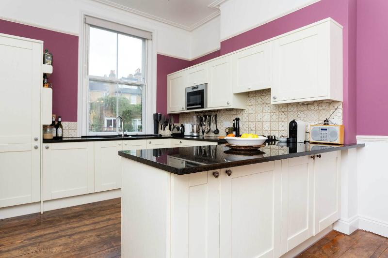 A lofty and pretty three-bedroom family home in Hampstead. - Image 1 - London - rentals