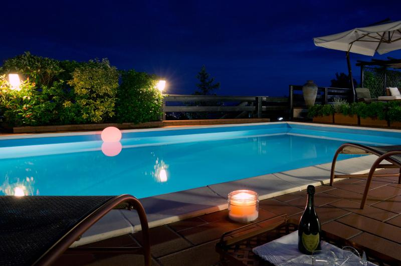 La Luna Cottage - Pool by night - La Luna Cottage with exclusive pool near 5 Terre - Podenzana - rentals