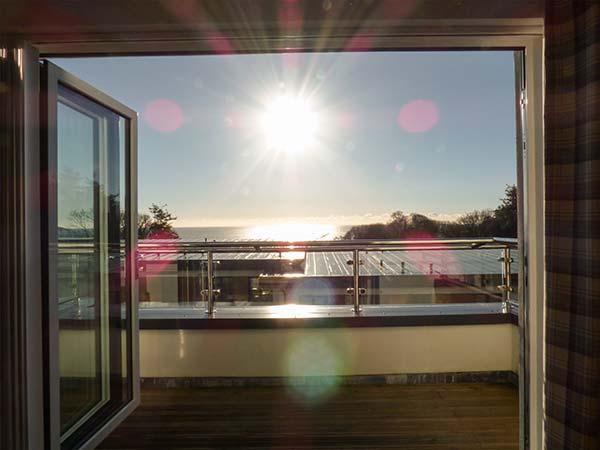 OCEAN RETREAT, WiFi, balcony, sea views, private beach, Charlestown, Ref 931091 - Image 1 - Charlestown - rentals