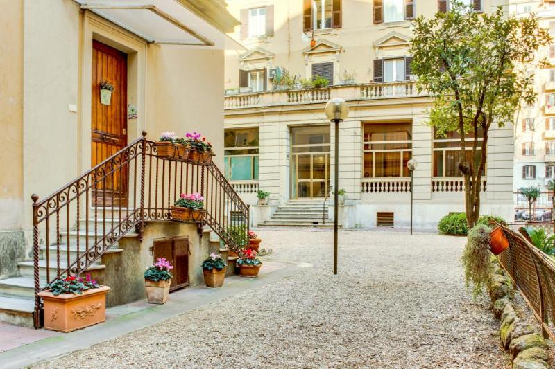 Classic and refined home, just blocks from the Vatican! - Image 1 - Rome - rentals