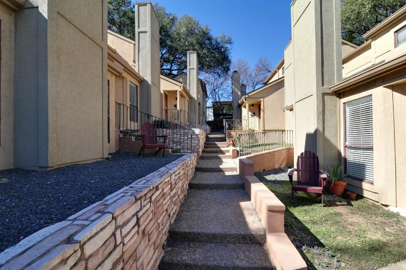 Beautiful Townhome Walk to Downtown Austin & SOCO - Image 1 - Austin - rentals