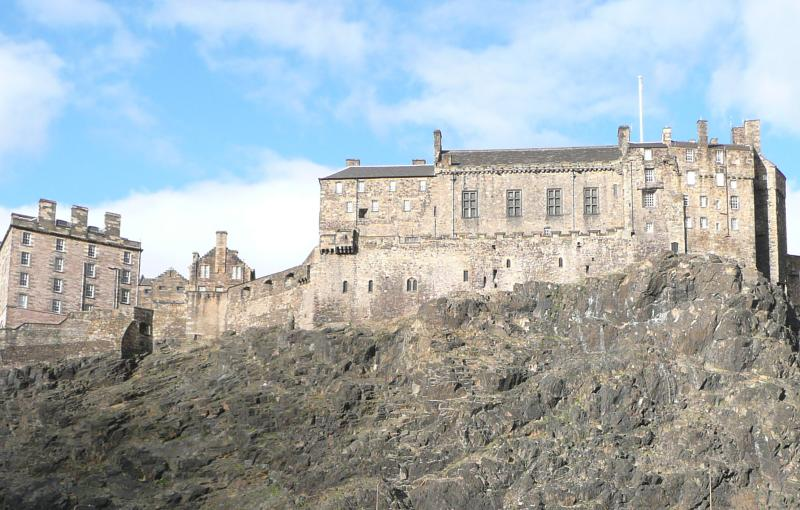 View to Edinburgh Castle - Grassmarket Studio (Webster's Land), with castle view and free wi-fi - Edinburgh - rentals