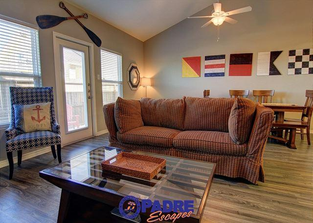 Living area - Beautiful 5 Star Vacation Home that Sleeps 10 & comes w/lots of Extras - Corpus Christi - rentals