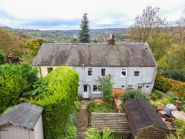 BRAMBLE COTTAGE superb views, woodburning stove, terraced garden in Wirksworth Ref 25002 - Image 1 - Wirksworth - rentals