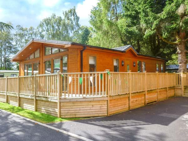 45 CALGARTH, ground floor lodge, WiFi, parking, decked patio, in Windermere, Ref 920143 - Image 1 - Windermere - rentals