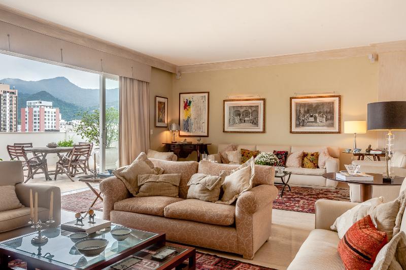 Breezy 3 Bedroom Apartment in Leblon - Image 1 - Rio de Janeiro - rentals