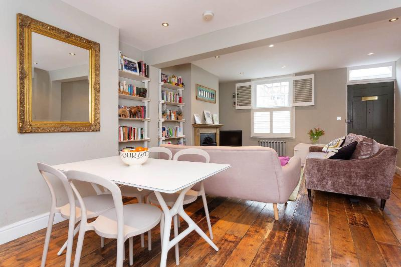 A characterful two-bedroom home in the centre of London. - Image 1 - London - rentals