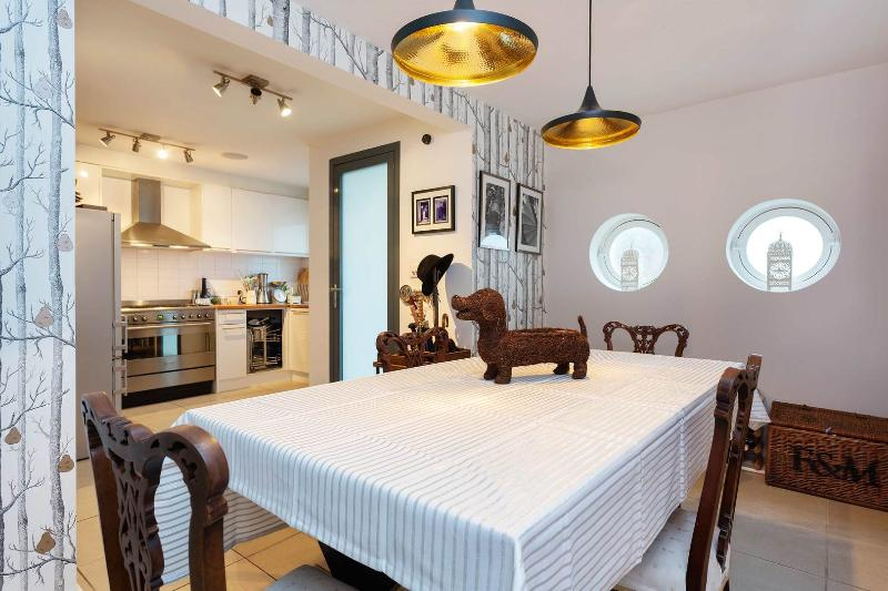 A contemporary two-bedroom mews house directly by Portobello Road. - Image 1 - London - rentals